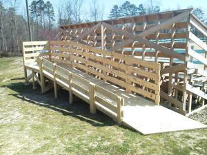 Horse mounting ramp